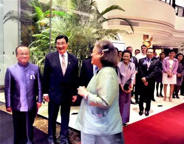 回眸国礼画家王世军应邀赴泰国参加书画展